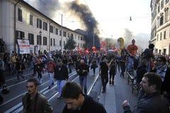 den italienska protesten ställer till upplopp rome deltagare Royaltyfri Bild