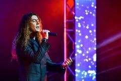 Den italienska sångaren Danielle Lamberto som utför på etapp under den stora Apple musiken, tilldelar konsert 2016 Royaltyfri Fotografi