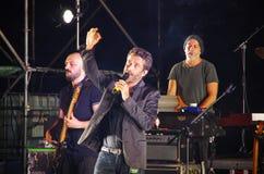 Den italienska sångaren och låtskrivaren Daniele Silvestri utför på royaltyfri foto