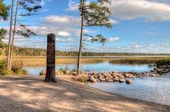 Den Itasca delstatsparken innehåller källfloder av Mississippi Riv royaltyfri fotografi