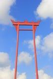 Den jätte- gungan (den saoching chaen) på bakgrunden av himlen och molnen Royaltyfri Fotografi