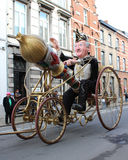 Den jätte- karnevalet ståtar Aalst 2016 Arkivfoton