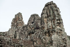 Den jätte- stenen vänder mot på Prasat Bayon, Angkor Wat Royaltyfri Bild