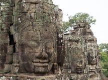 Den jätte- stenen vänder mot på Prasat Bayon, Angkor Wat Royaltyfria Bilder