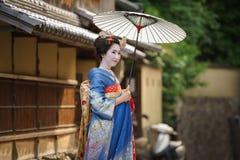 Den japanska geishaen Maiko isolerade Royaltyfria Foton