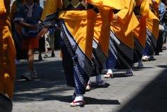 den japanska kimonodamtoaletten ståtar Arkivbilder