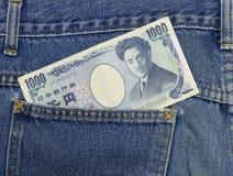 Den japanska yen i jeans stoppa i fickan, yen 1.000 Fotografering för Bildbyråer