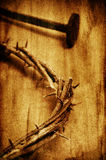 Den Jesus Christ kronan av taggar på helgedomkorset, med ett retro arkivbild