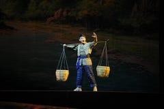 Den Jiangxi för Yi nationalitetungdom operan en besman Arkivfoto