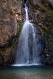 Den Jokkradin vattenfallet med vaggar klippan i Kanchanaburi, Thailand Royaltyfria Bilder