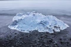 Den Jokulsarlon glaciärlagun i Island under en ljus sommarnatt Fotografering för Bildbyråer