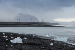 Den Jokulsarlon glaciärlagun i Island under en ljus sommarnatt Arkivfoto