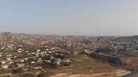 Den judiska byn av Tekoa Israel som lokaliseras på gränsen med territoriet av palestinska myndigheten i Judea och söderna arkivfilmer