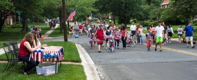 Den Juli 4th grannskapen ståtar Arkivfoto