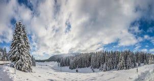 Den Jura bergvintern landskap Royaltyfri Fotografi