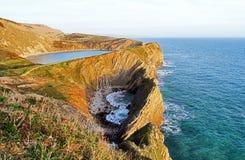 Den Jurasic kustlinjen med den Lulworth lilla viken, Purbeck, Dorset Royaltyfria Bilder