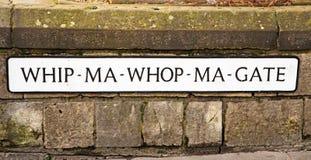 Den kända plattan för den kortaste gatan i Britannien Arkivfoton