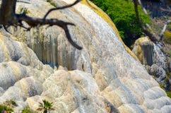 Den kalkstenvattenfallHierve el aguaen, Oaxaca, Mexico 19th Maj 2015 Arkivfoto