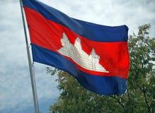 Den kambodjanska nationsflaggan flyger fortfarande proudly i den kambodjanska Kilen Royaltyfri Fotografi