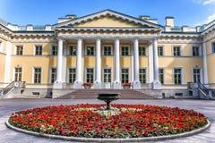 Den Kamennoostrovsky slotten på den Kamenny ön i St Petersburg Royaltyfri Fotografi