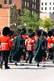 Den kanadensiska grenadjären Guards ståtar på i Ottawa, Kanada Arkivbild
