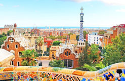 Den keramiska mosaiken parkerar Guell i Barcelona, Spanien Royaltyfri Fotografi