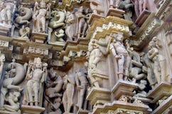 Den Khajuraho tempelgruppen av monument i IndiaSandstone skulpterar i Khajuraho tempelgrupp av monument i Indien Royaltyfri Bild