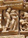 Den Khajuraho tempelgruppen av monument i IndiaSandstone skulpterar i Khajuraho tempelgrupp av monument i Indien Royaltyfri Fotografi