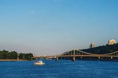 Den Kiev bron över Dnieperen Royaltyfri Fotografi