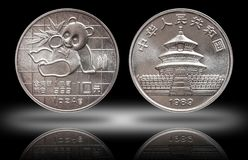 Den Kina pandan 10 tio yuan silvermyntet unset för 1 uns 999 botsilver minted 1989 arkivfoton