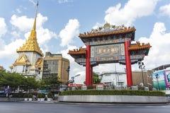 Den Kina porten, gränsmärke av kineskvarteret (Yaowarat Rd ), Royaltyfri Bild