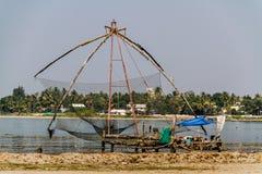 Den kinesiska fisken förtjänar i Kochi Arkivfoto