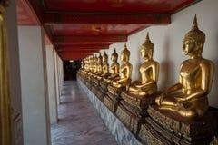Den kinesiska krigarestatyn i Wat Po Bangkok Arkivbild