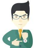 Den kinesiska mannen är ilsken peka hans klocka Royaltyfri Fotografi