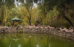 Den kinesiska paviljongen i staden parkerar Arkivbild