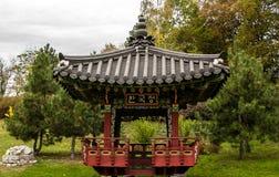 Den kinesiska pergolan royaltyfri foto