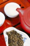 Den kinesiska teapoten och kuper Royaltyfria Bilder