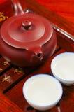 Den kinesiska teapoten och kuper Royaltyfri Fotografi