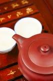 Den kinesiska teapoten och kuper Arkivbild