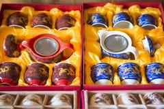Den kinesiska tekannan och koppar ställde in till salu Arkivfoto