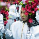 Den kinesiska yougflickan på det kinesiska nya året ståtar Royaltyfria Bilder