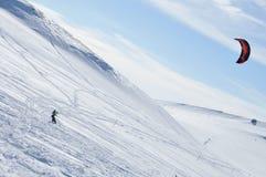 den kiting floden skidar snöig sportvinter Royaltyfria Bilder