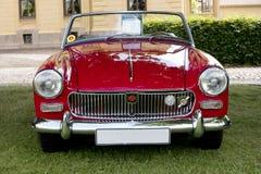 Den klassiska brittiska bilen på den brittiska motorn mötte i den Karlsborg fästningen Royaltyfri Fotografi