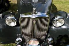 Den klassiska brittiska bilen på den brittiska motorn mötte i den Karlsborg fästningen Royaltyfri Bild