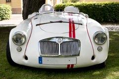 Den klassiska brittiska bilen på den brittiska motorn mötte i den Karlsborg fästningen Arkivbilder