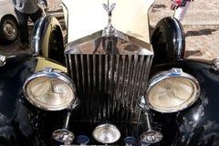Den klassiska brittiska bilen på den brittiska motorn mötte i den Karlsborg fästningen Royaltyfria Foton