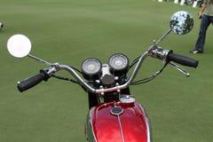 Den klassiska brittiska vincent motorcykeln ringer styren Arkivbild