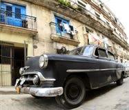 Den klassiska gammala bilen är svart färg Royaltyfri Fotografi