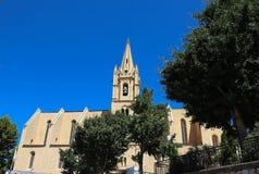 Den kollegiala kyrkliga Saint Laurent är ett utmärkt exempel av meridional gotisk stil för Frankrike ` s Salon de Provence royaltyfria foton