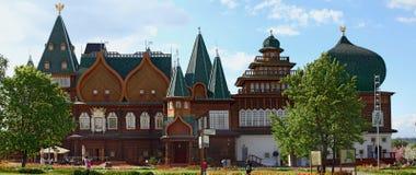 Den Kolomenskoe staden parkerar Kopia av slotten av tsar Alexey Mik Arkivbilder